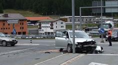 An beiden Personenwagen entstand Totalschaden.