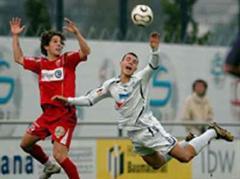 Neuenburgs Javier Delgado gegen Wohlens Goran Karanovic.