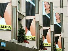 Werbeplakate des Wäscheherstellers Calida in Zürich.