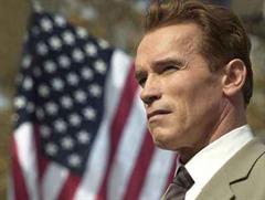 Arnold Schwarzenegger hat immer wieder erklärt, er liebe kubanische Zigarren.