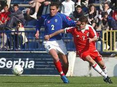 Serbiens Dusko Tosic gegen Tranquillo Barnetta.