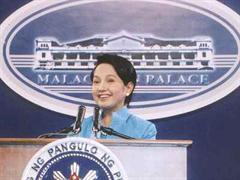 Gloria Macapagal Arroyo Malacañang wird Wahlbetrug vorgeworfen.