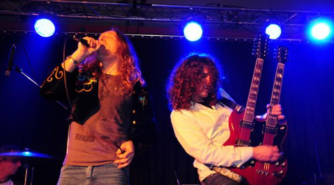 Ab 23.30 spielt Physical Graffiti (Hol)- Led Zeppelin Tribute in Appenzell City.