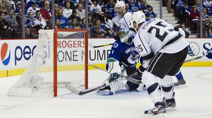 Die Los Angeles Kings gewannen beide Auswärtspartien gegen die Vancouver Canucks.