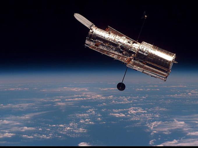 Vergangenes Jahr hatte das Weltraumteleskop bereits den Mond P4 entdeckt, 2006 die Pluto-Begleiter Nix und Hydra.