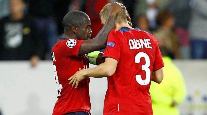 Rio Mavuba (l.) und Torschütze Lucas Digne ist zum Feiern zumute.