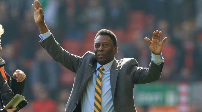 Pelé gibt zahlreiche Artikel weg.