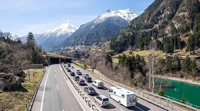 Stau vor dem Gotthard Richtung Süden. (Archivbild)